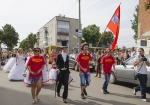 Впервые на День Независимости в столице левобережной Украины городе Глухове прошел парад невест.